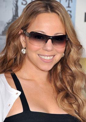 מרייה קרי עם משקפי שמש